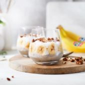 Frühstückspudding mit Bananen und Kokos