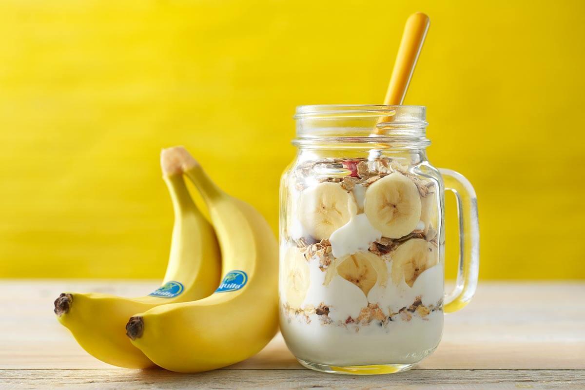 Bananen-Müsli-Frühstück im Glas
