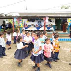 Chiquita spendet einen Speisesaal für 330 Schüler der Barranco Medio Schule in Bocas del Toro.