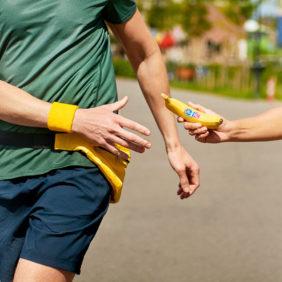 Gesundes Obst und Fitnessübungen für zu Hause