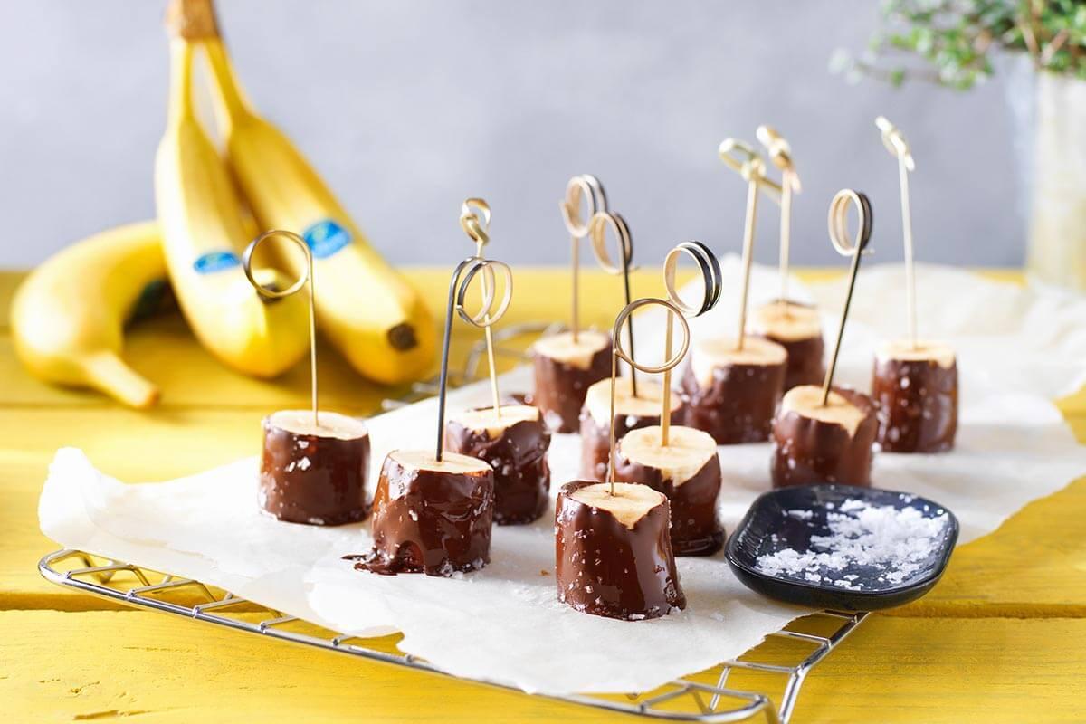 Bananen Snack mit dunkler Schokolade und Meersalz