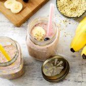 Vanille-Proteinshake mit sehr reifen Chiquita Bananen