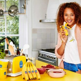 Chiquita unterstützt Engagment für Brustkrebs-Früherkennung mit einer pinken Version des Blauen Stickers