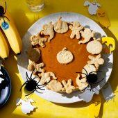 Einfacher Halloween-Kürbiskuchen mit Chiquita Banane