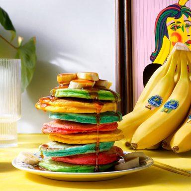 Bunte, fluffige Pancakes mit Chiquita Bananen