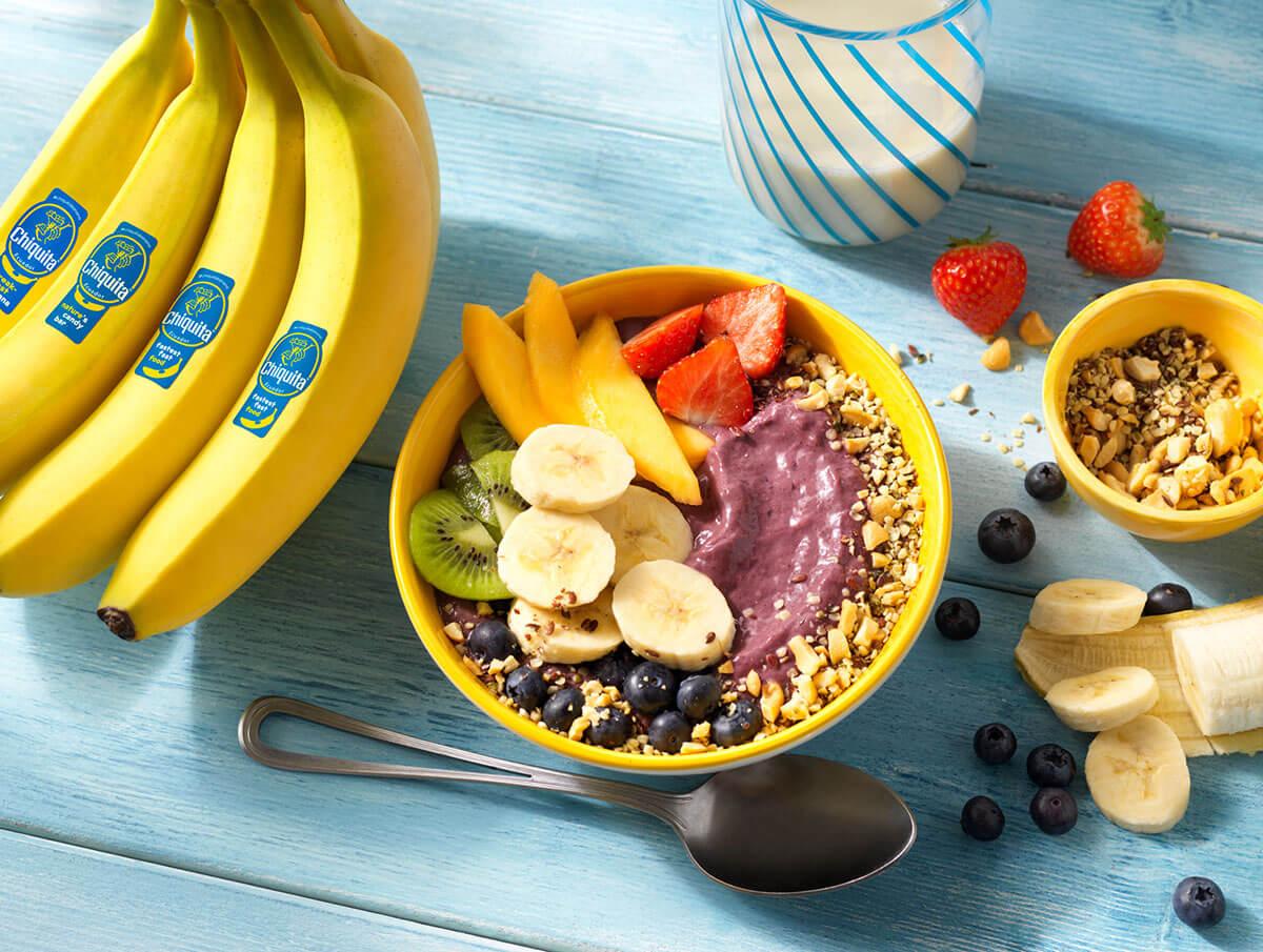 Bowl mit Chiquita Banane, Acai und Joghurt