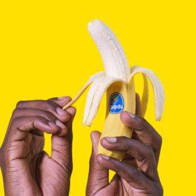 Wie schält man eine Banane richtig