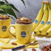 Tassenkuchen mit Chiquita Banane, Pekannüssen und Ahornsirup